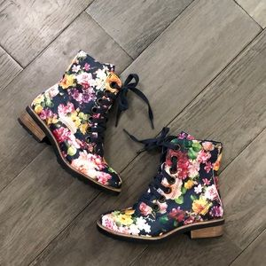 Girls Tucker+Tate floral combat boots, size 13